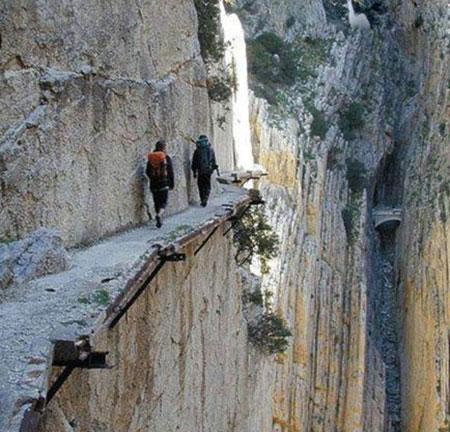 خطرناک ترین گذرگاه های دنیا +عکس