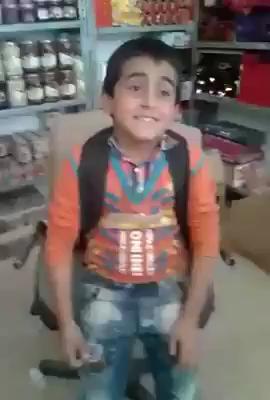 فیلم خوانندگی پسر بچه کوچک