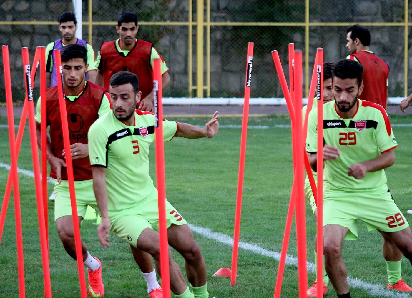 برانکو برای بازیکنان از بازی با سپاهان صحبت کرد/ کفشگری و نورمحمدی تمرین کردند