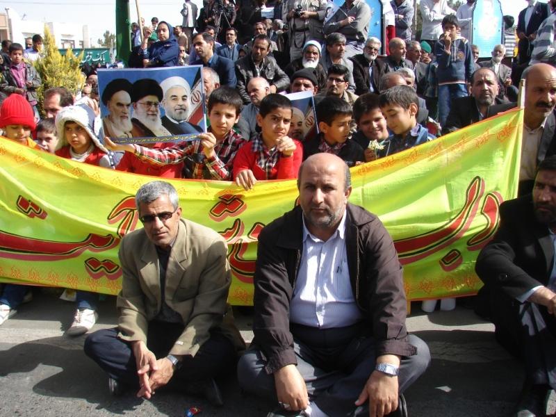 شرکت دانش آموزان دبستان شهید آیت (دوره اول) در راهپیمایی 22 بهمن