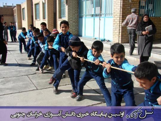 مسابقه طناب کشی دانش آموزان دبستان شهید آیت (دوره اول)به روایت تصویر