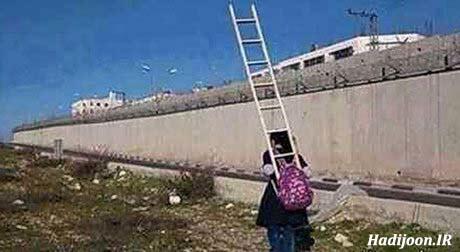 عکس دختری که با نردبان به مدرسه میرود
