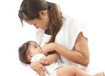 علل تاخیر در شروع تولید شیر مادر + راههای افزایش شیر مادر