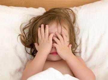 به کودک دچار اختلال استرس پس از سانحه چگونه کمک کنیم؟