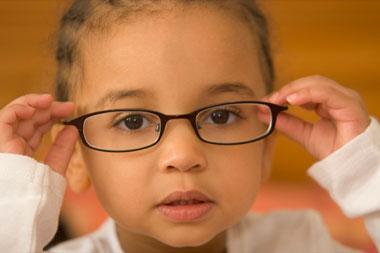 نشانههای آستیگمات بودن چشم کودک