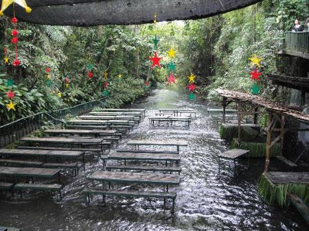 رستوران آبشار ویلا اسکودرو در فیلیپین (+تصاویر)