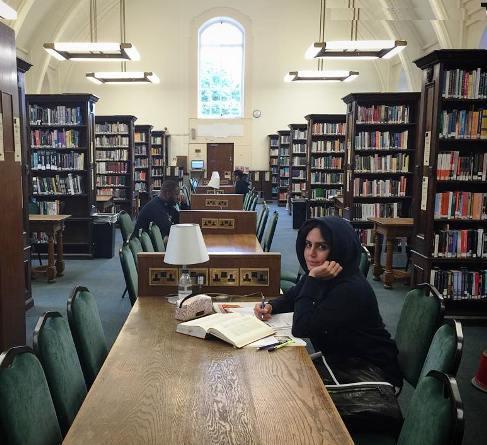 الناز شاکردوست در کتابخانه دانشگاه لندن! +عکس