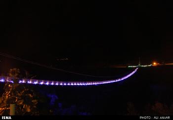 زیبایی پل معلق مشگین در شب/تصاویر