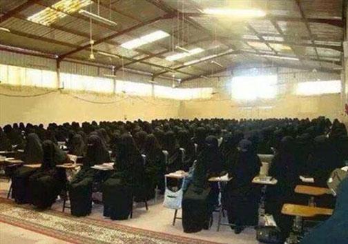 کلاس درس عجیب دختران داعش (+عکس )