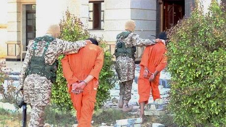 داعش دو نفر را با دینامیت منفجر کرد + عکس