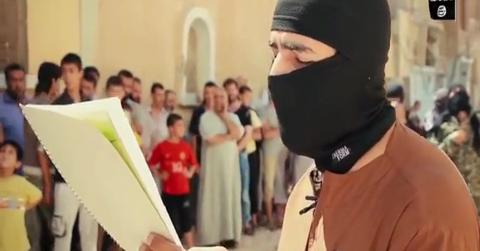 جنایات داعش /اعدام فجیع جوان سوری +فیلم