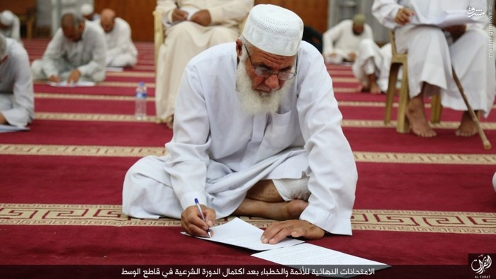 امتحانات نهایی علماء داعشی (عکس)
