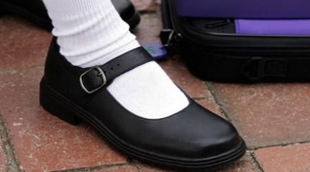 کفش مدرسه، نه تنگ و نه گشاد