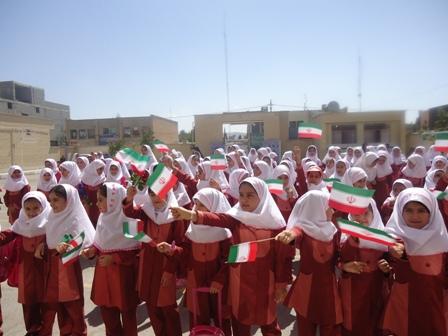 جشن بررگ دانش اموزان به مناسبت هفته دفاع مقدس