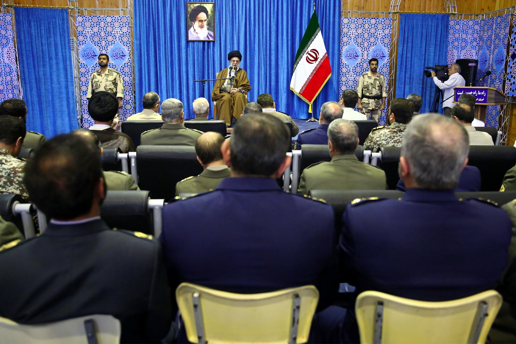 دیدار فرماندهان ارتش با رهبر انقلاب در نوشهر