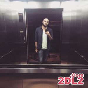 سلفی سید علی ضیا با سر تراشیده