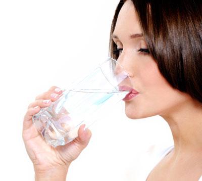 فواید بی نظیر نوشیدن آب در حال ناشتا