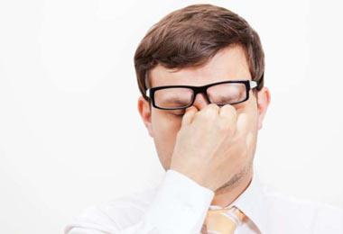 عادات خطرناکی که به چشم آسیب می زند