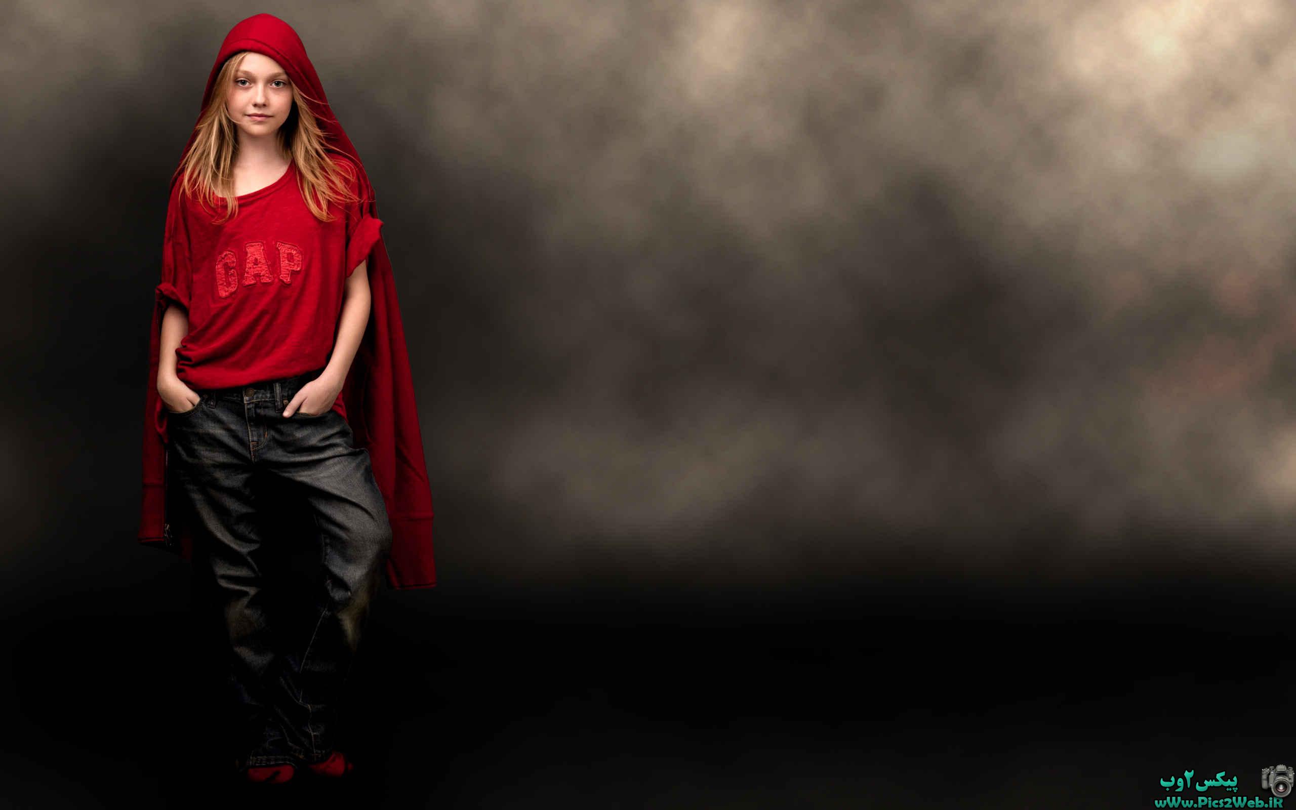 عکس دختر با لباس قرمز