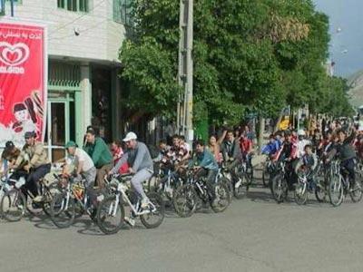 مسابقات دوچرخه سواری کودکان در سردشت برگزار شد
