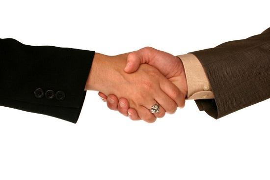 احکام - حکم دقیق دست دادن با نامحرم