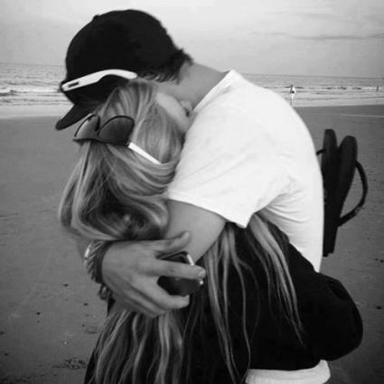 چقدر دلم تنگ دوست داشتن است!