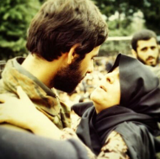 کی از تاثیر گذارترین عکس های هشت سال دفاع مقدس/ لحظه وداع شهید داوود حق وردیان با مادر....