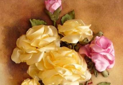 آموزش درست کردن گل رز با روبان در خانه