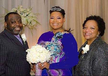 دختری که با خودش ازدواج کرد! (عکس)