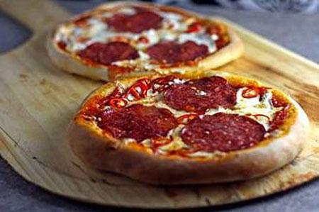 پیتزا سالامی تند