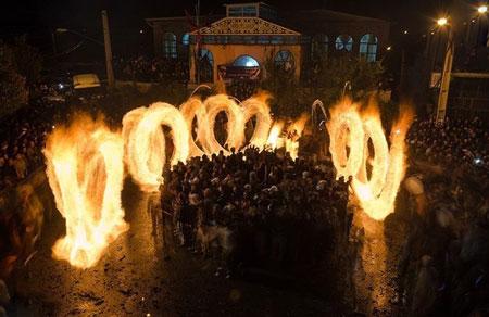 آیین سنتی و مذهبی پولکه گردانی در روستای شیشوان