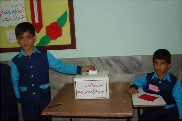 انتخابات شوراي دانش آموزي در دبستان شهيد آيت (دوره اول) بيرجند برگزار شد