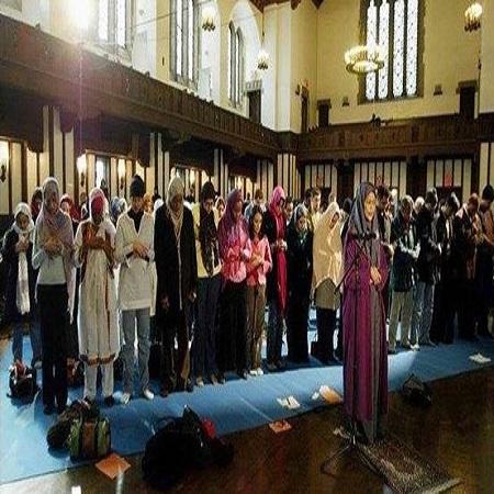 عکس های نماز مختلط با امام جماعت زن!