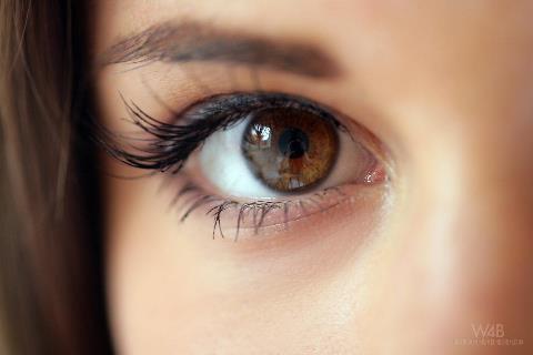 پرش پلک و لرزش آنی چشم و راه درمان