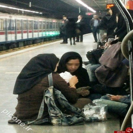 پاسور بازی دختران در مترو+عکس