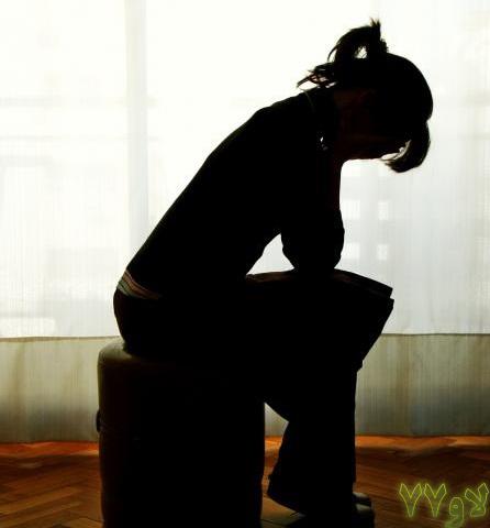 گاهی دلم تنگ میشود به تمام دلایلی که تو نیستی ، به اجبار ، آرام میگیرم چه اجبار تلخی...