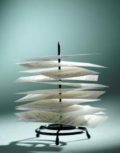 آثار اقتصادی و تأمین هدفهای گزارشگری مالی