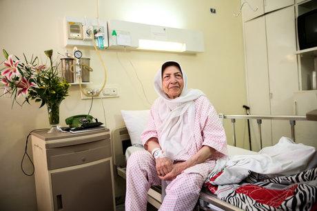 دیدار با مادر مهربان سینما در بیمارستان
