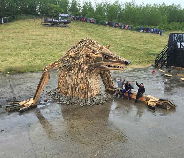 مجسمه هاي چوبي از مواد بازيافتي