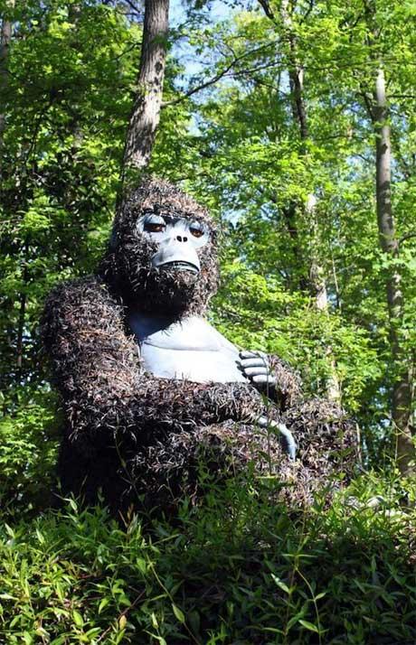 مجسمه هاي بزرگ با گياهان زنده