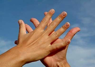 چند روش برای جلوگیری از عرق کف دست