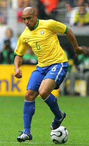 مشخصات فنی ربرتو کارلوس برای استفاده در بازی PES