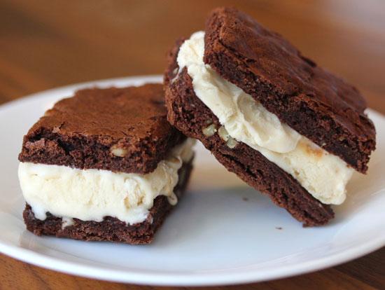 بستنی با نان شکلاتی برای آغاز روزهای گرم
