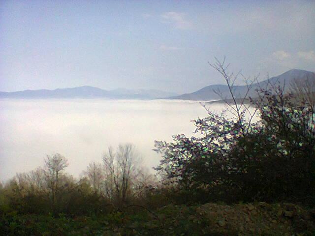 گلامره در پشت ابرها مرزن آباد و کجور در زیر ابرها