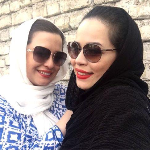 عکس سلفی ملیکا و مهراوه شریفی نیا در کارواش