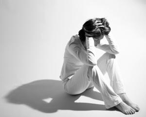 اختلال عمدتاً ادراک را تحت تأثیر قرار میدهد، اما معمولاً به مشکلات مزمن در رفتار و احساسات نیز میانجامد