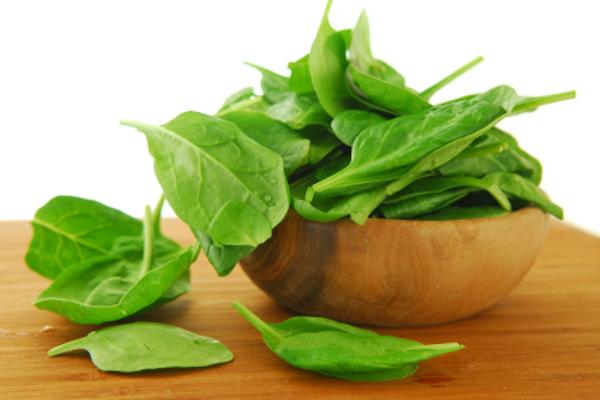 اسفناج یک نوع گیاه یک ساله با ساق و برگ لطیف که میتوان در آش از آن استفاده کرد
