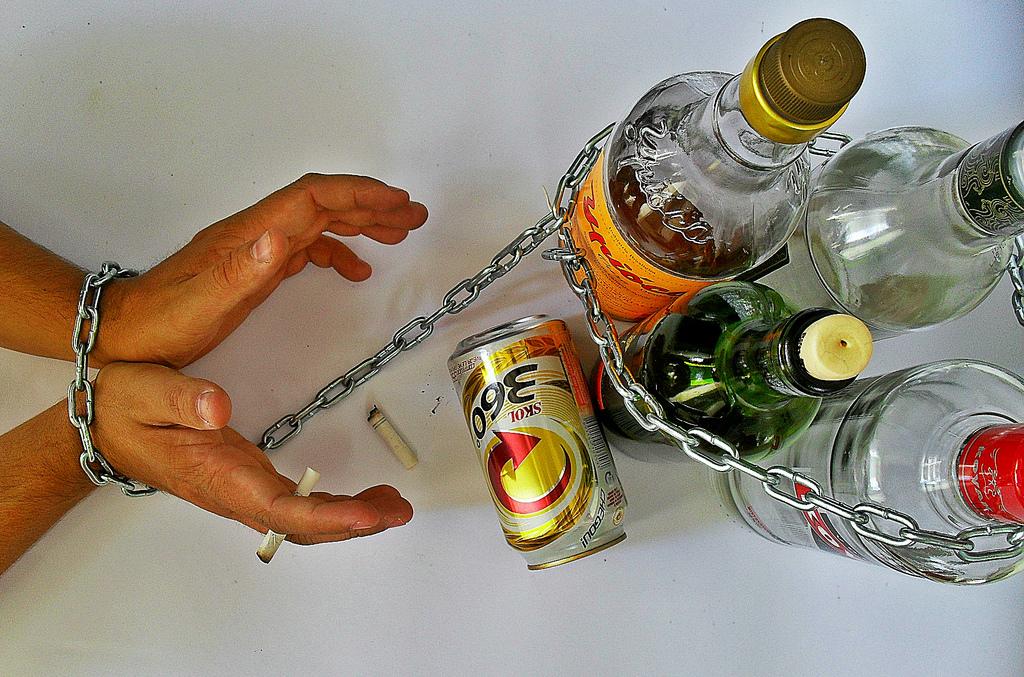 الكليسم : alcoholism  شرح : علل : پیشگیری : عوارض :درمان....