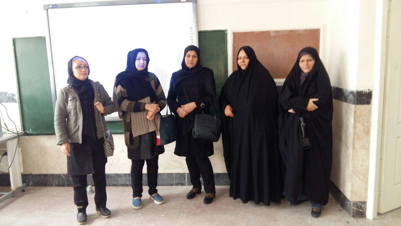 انجمن اولیای مدرسه از فعالیت های شهدای صنف گردبافان بازدید کردند.