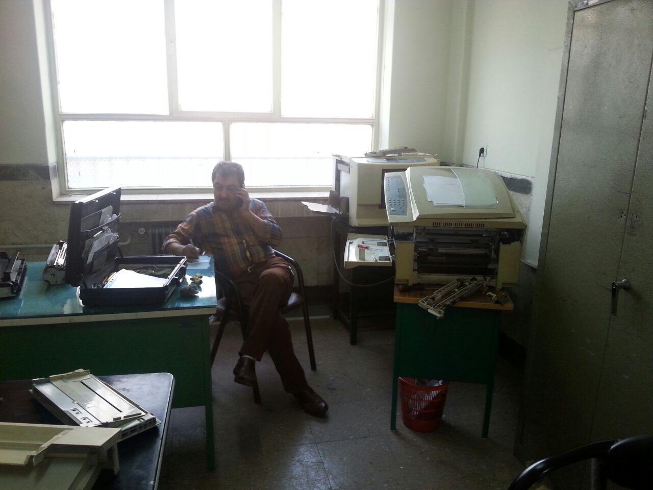 دستگاه کپی دبیرستان تعمیر شد.